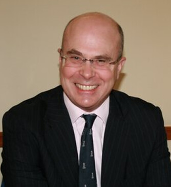 Photo of Dr Simon Farmer